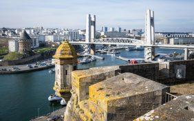 Brest (29) vue sur la penfeld et du pont de la Recouvrance , depuis le musée de la marine